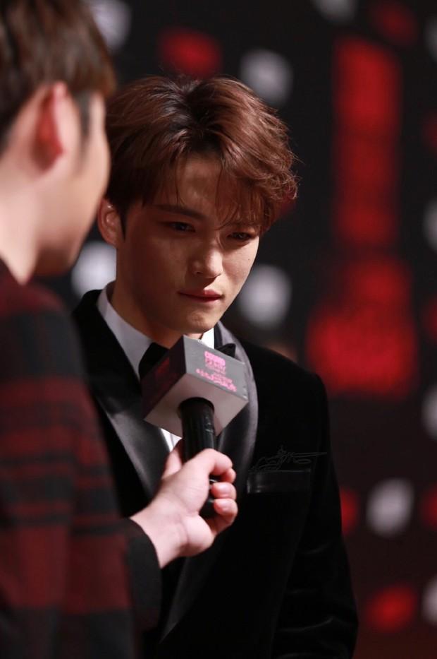 Nhan sắc cực phẩm của Kim Jaejoong tại thảm đỏ Cosmo: Từng khoảnh khắc đều hoàn mỹ đến khó tin - Ảnh 17.