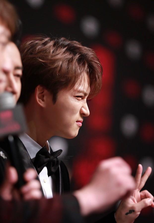 Nhan sắc cực phẩm của Kim Jaejoong tại thảm đỏ Cosmo: Từng khoảnh khắc đều hoàn mỹ đến khó tin - Ảnh 18.