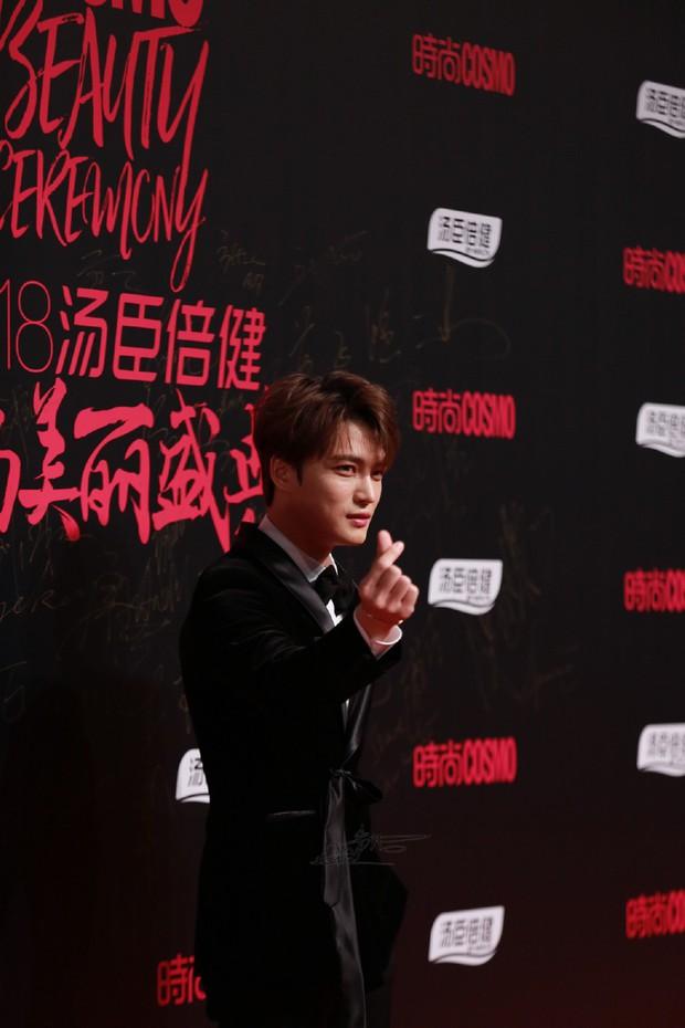 Nhan sắc cực phẩm của Kim Jaejoong tại thảm đỏ Cosmo: Từng khoảnh khắc đều hoàn mỹ đến khó tin - Ảnh 19.