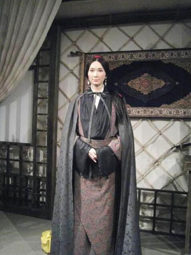 Bộ sưu tập tượng sáp xấu đến ma chê quỷ hờn của Chân dài số 1 Đài Loan Lâm Chí Linh - Ảnh 2.