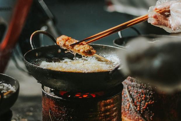Loại xiên nướng rất ít nơi bán ở Hà Nội mà không phải ai cũng từng ăn, thật may giờ đã có tới 4 địa chỉ cho bạn tìm mua - Ảnh 1.