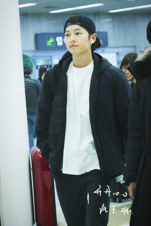 Song Joong Ki mặt mộc xuất hiện ở sân bay với nhan sắc đỉnh cao - Ảnh 2.