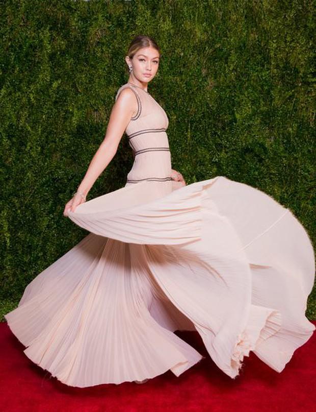 Nhan sắc gây mê mệt của Gigi Hadid: Ngực đẹp tự nhiên, bụng không nếp gấp, đến phong cách cũng chất phát ngất - Ảnh 28.