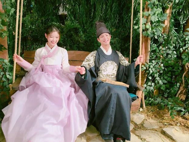 Park Bo Gum và Kim Yoo Jung đối đầu trực tiếp trên đường đua phim Hàn- Ảnh 3.