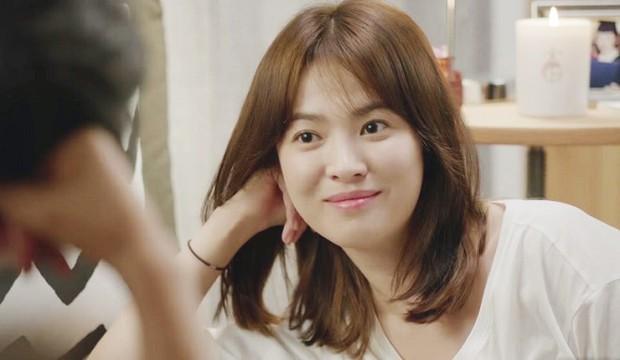 Loạt bằng chứng bóc trần thói mê trai, ham tiền của Song Hye Kyo từ thời Hậu Duệ Mặt Trời cho tới Encounter - Ảnh 2.