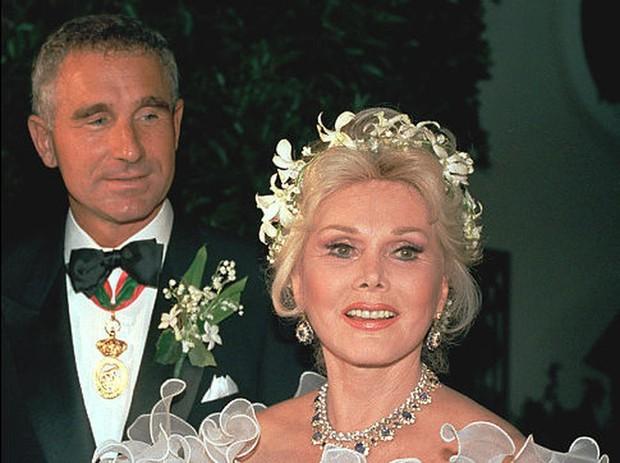 Cuộc đời bi kịch của đại tiểu thư dòng họ Hilton: Không được gia đình thừa nhận, chết một mình trong hiu quạnh ở tuổi 67 - Ảnh 4.