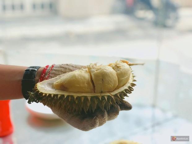 Không còn nghi ngờ gì nữa, sầu riêng chính là món ăn mâu thuẫn nhất, thế mà còn sinh ra bao nhiêu kiểu ăn thế này - Ảnh 1.