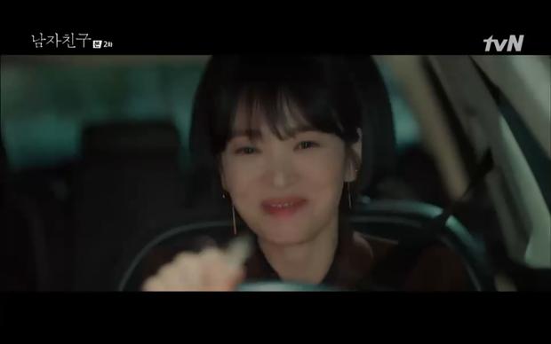 Chưa thấy cặp nào lầy như Song Hye Kyo và Park Bo Gum, em trai nhét cho chị miếng mực khô, chị thích quá ngậm luôn miếng mực mang về - Ảnh 6.