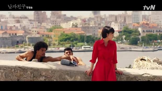 Encounter tập 1: Trâm anh thế phiệt là vậy nhưng Song Hye Kyo vẫn bào chàng sinh viên nghèo Park Bo Gum - Ảnh 2.