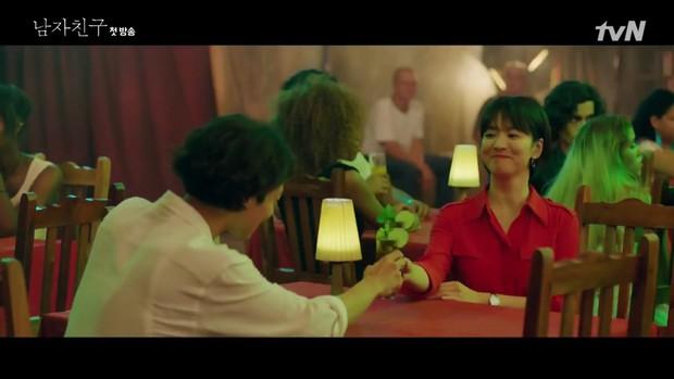 Encounter tập 1: Trâm anh thế phiệt là vậy nhưng Song Hye Kyo vẫn bào chàng sinh viên nghèo Park Bo Gum - Ảnh 10.