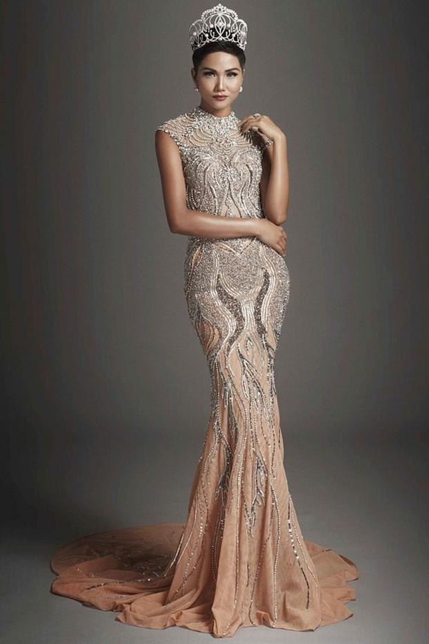 Hành động đẹp của Tiểu Vy dành cho Minh Tú, HHen Niê dù sắp bước vào giai đoạn nước rút tại Miss World 2018 - Ảnh 3.