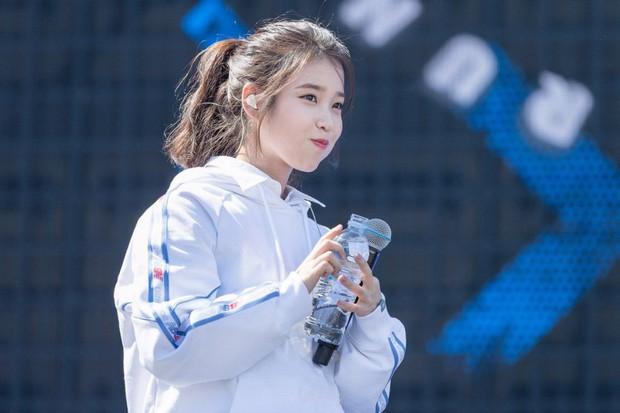 Cô gái nhỏ IU có khả năng làm mọi thứ nổi tiếng: Ăn rề rà cũng gây bệnh, vệ sĩ, quản lý đều có fan riêng - Ảnh 22.