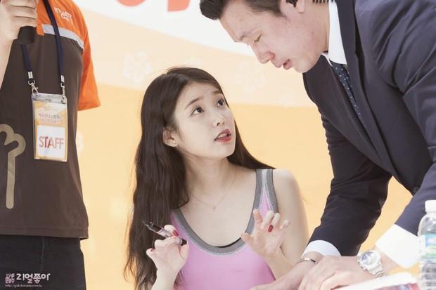 Cô gái nhỏ IU có khả năng làm mọi thứ nổi tiếng: Ăn rề rà cũng gây bệnh, vệ sĩ, quản lý đều có fan riêng - Ảnh 24.
