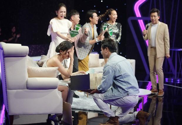 Người ấy là ai: Hương Giang ôm mặt tiếc nuối khi biết chàng thơ team Noo Phước Thịnh còn độc thân - Ảnh 2.