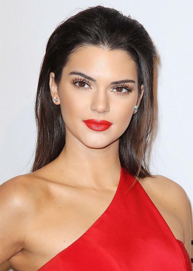 Kendall Jenner tròn 23 tuổi: Nhìn lại loạt khoảnh khắc nhan sắc đỉnh cao của siêu mẫu kiếm nhiều tiền nhất thế giới! - Ảnh 2.