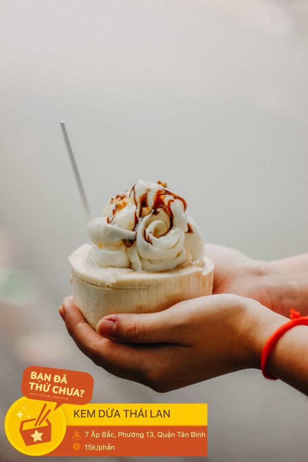 Sài Gòn nóng nực như thế có bao nhiêu loại kem nhưng mấy ai đã thử món kem trong quả dừa đẹp mắt này - Ảnh 6.