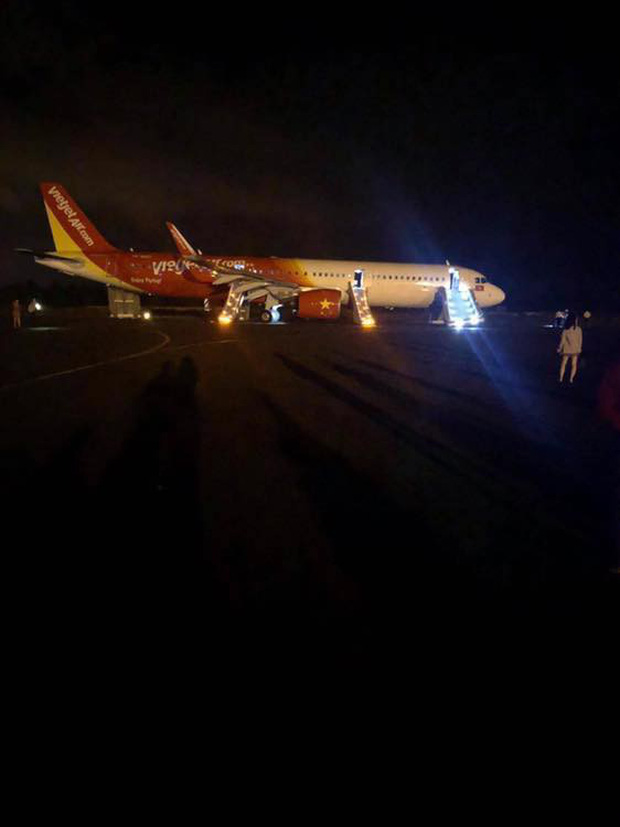 Nóng: Máy bay Vietjet gặp sự cố nghiêm trọng khi tiếp đất, hàng trăm hành khách được lệnh bỏ lại hành lý và nhảy ra cửa thoát hiểm - Ảnh 3.