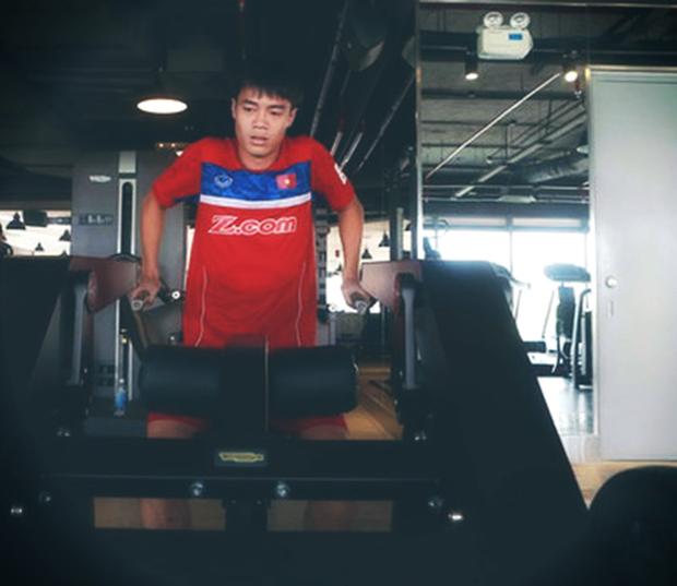 Một mình ở Việt Nam, Văn Toàn kiên trì tập gym và vật lý trị liệu để kịp hồi phục trước trận bán kết lượt về - Ảnh 3.