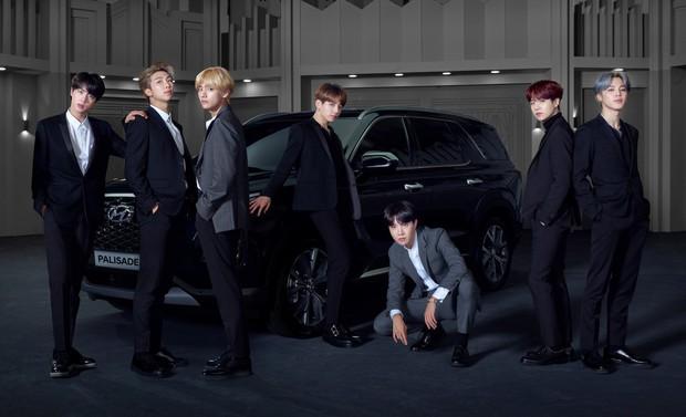 Vui tính như J-Hope (BTS), đi sự kiện quảng cáo ô tô nhưng đeo đồng hồ đắt gấp đôi chiếc xe - Ảnh 1.
