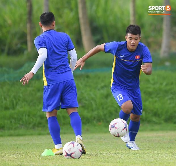 Tuyển Việt Nam tập luyện ở không gian yên bình như trong phim trước trận bán kết AFF Cup 2018  - Ảnh 4.
