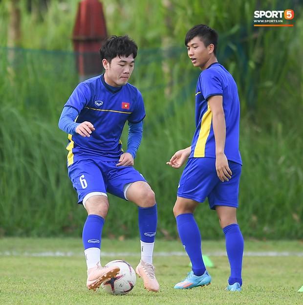 Tuyển Việt Nam tập luyện ở không gian yên bình như trong phim trước trận bán kết AFF Cup 2018  - Ảnh 10.