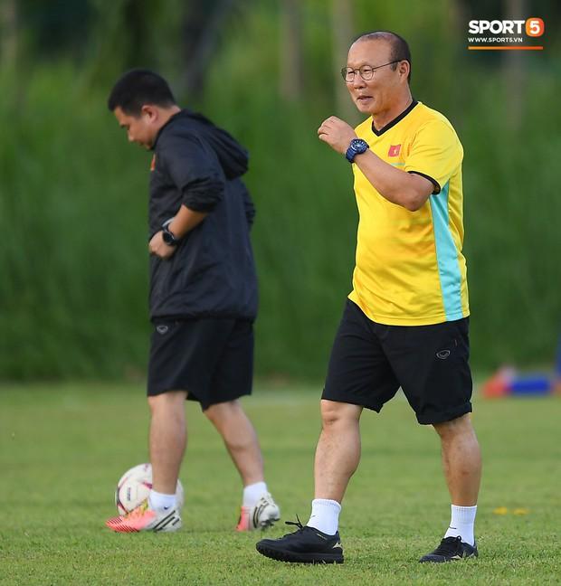 Tuyển Việt Nam tập luyện ở không gian yên bình như trong phim trước trận bán kết AFF Cup 2018  - Ảnh 12.