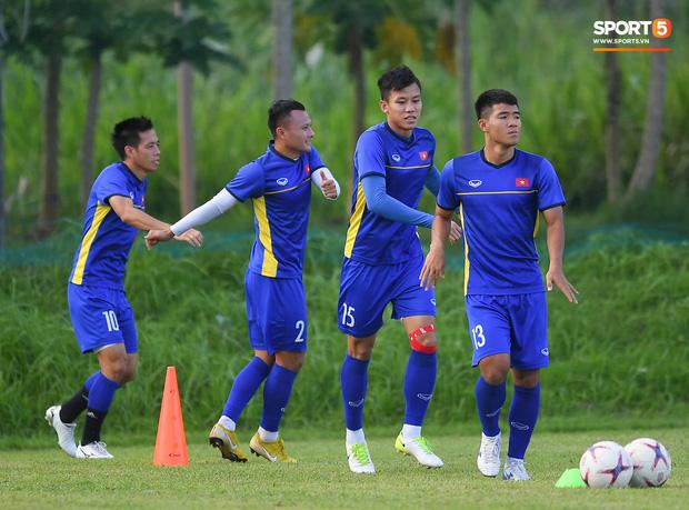 Tuyển Việt Nam tập luyện ở không gian yên bình như trong phim trước trận bán kết AFF Cup 2018  - Ảnh 2.