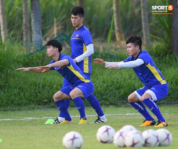 Tuyển Việt Nam tập luyện ở không gian yên bình như trong phim trước trận bán kết AFF Cup 2018  - Ảnh 6.