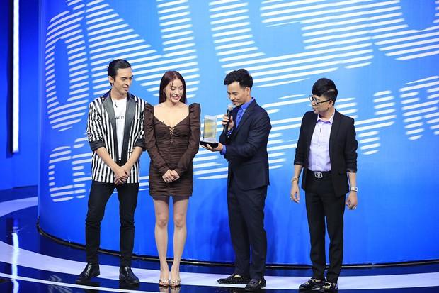 Lần đầu tiên Trấn Thành bị hội đồng trên sân khấu Ơn giời - Ảnh 1.