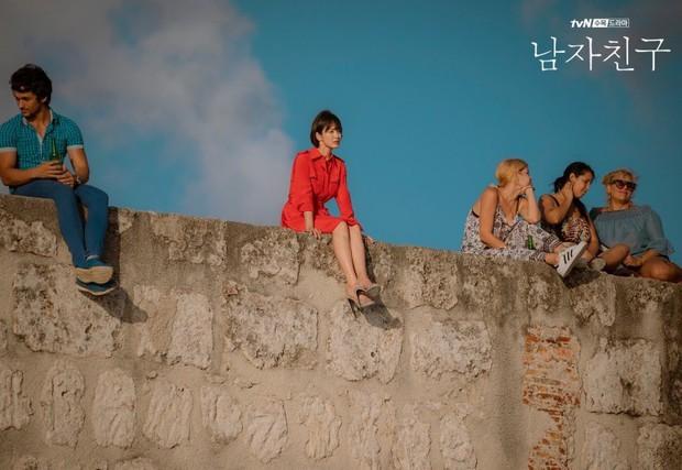 Tất tần tật những màn thả thính cực ngọt giữa chị em Song Hye Kyo - Park Bo Gum trong 2 tập đầu Encounter - Ảnh 1.