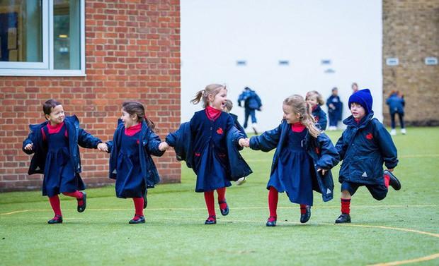 Ngôi trường Hoàng gia nơi Hoàng tử George theo học: Bài tập về nhà làm cũng được, không làm cũng không sao - Ảnh 2.