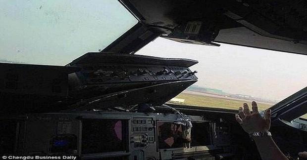 Những pha hạ cánh đáng sợ nhất lịch sử của máy bay chở khách - Ảnh 3.