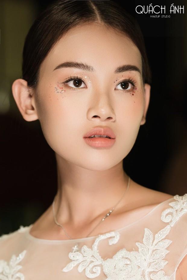 """Quách Ánh make-up: Người rắc """"bụi phép"""" vào các fashion show Việt - Ảnh 10."""