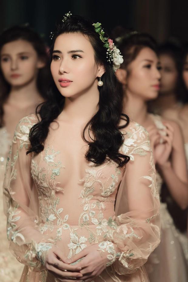 """Quách Ánh make-up: Người rắc """"bụi phép"""" vào các fashion show Việt - Ảnh 14."""