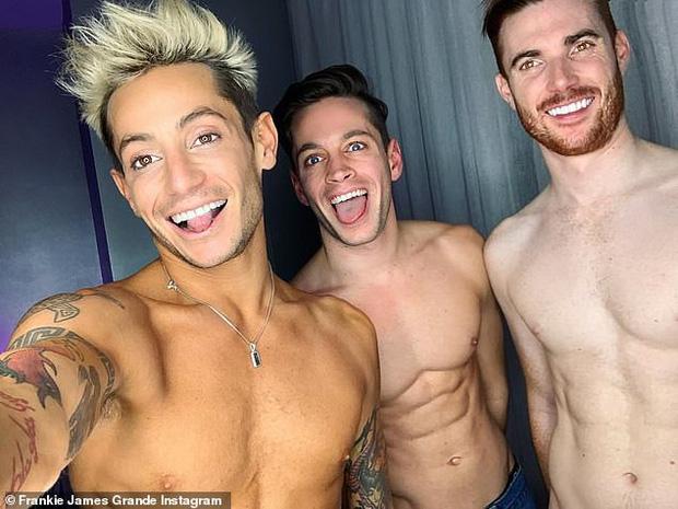 Cuộc tình tay 3 lạ lùng: Anh trai Ariana Grande hẹn hò với cặp đôi đồng giới đã kết hôn - Ảnh 1.
