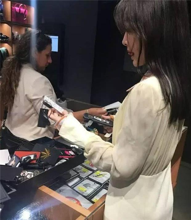 Hoàng Hậu Tần Lam bị bạn thân bóc mẽ chuyên mua mỹ phẩm rẻ tiền, tiết kiệm quá mức - Ảnh 6.