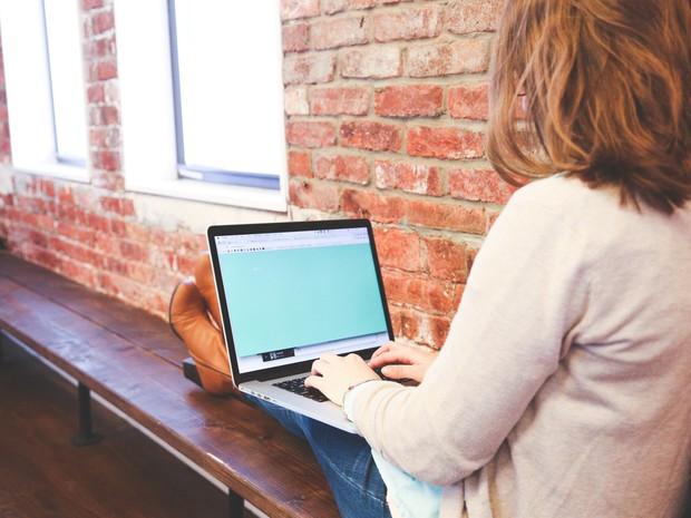 Dùng máy tính thường xuyên mà cứ mắc phải những thói quen gây hại này chỉ khiến sức khỏe bị ảnh hưởng nghiêm trọng - Ảnh 1.