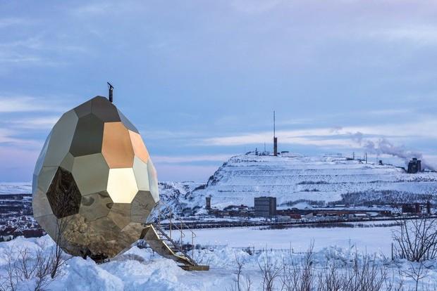 """Giữa Bắc Cực có một quả trứng vàng"""" khổng lồ nổi bần bật trên nền tuyết và nó là gì? - Ảnh 4."""