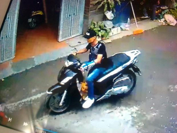 Hà Nội: Thanh niên ăn mặc sành điệu đi xe SH bế trộm chó nhà hàng xóm - Ảnh 2.