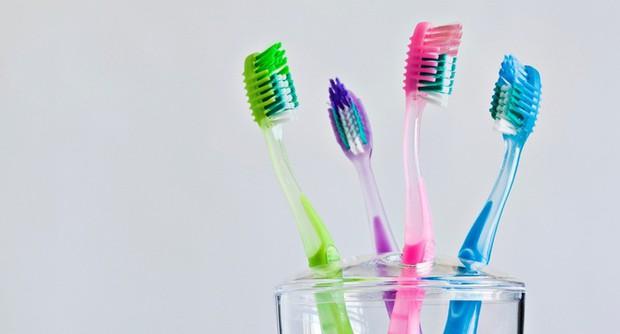 Đánh răng tuy đơn giản nhưng nếu bỏ qua 5 nguyên tắc sau thì chỉ khiến sức khỏe răng miệng của bạn ngày càng xuống cấp trầm trọng - Ảnh 5.