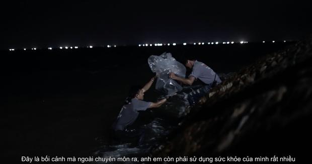Người Bất Tử của Victor Vũ: Clip hậu trường về những tai nạn trong phim - Ảnh 2.