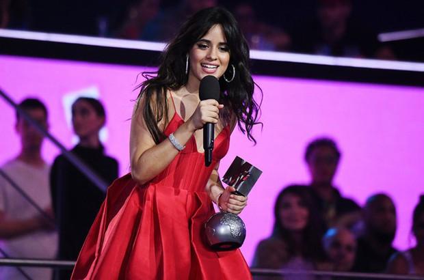 Camila Cabello tại EMAs 2018: Chiến thắng cả 3 hạng mục quan trọng nhất - Ảnh 1.