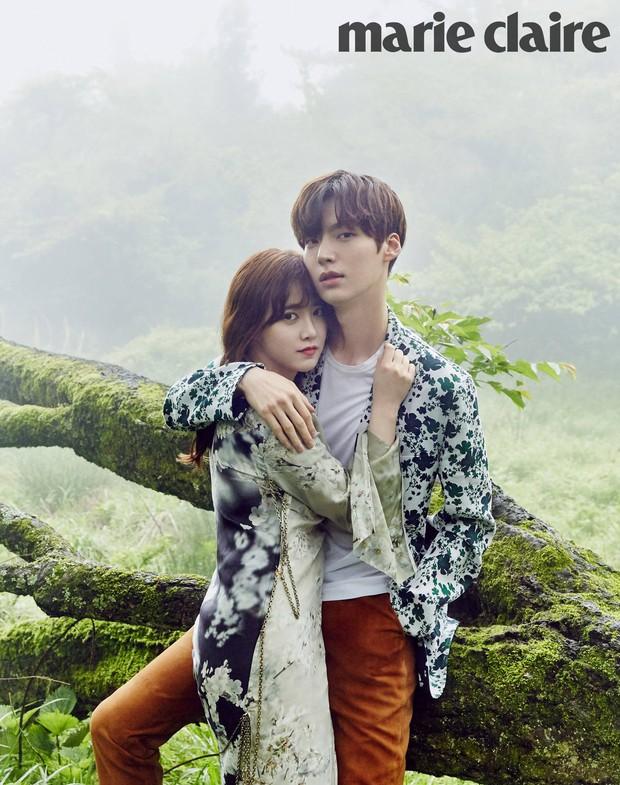 Chuyện thành đôi thú vị của 9 cặp đôi Kbiz: Song Joong Ki là fanboy thành công, mỹ nhân số 7 may mắn gặp tỷ phú - Ảnh 12.