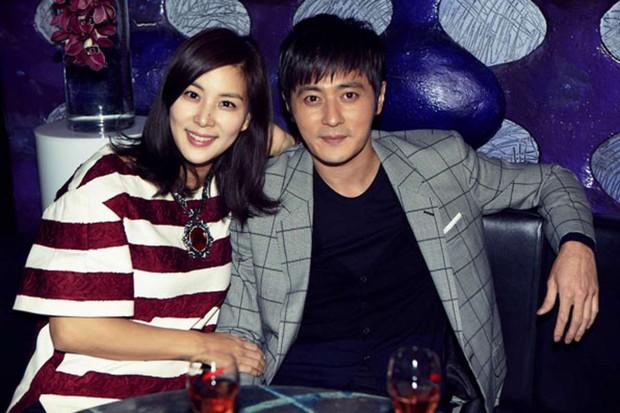 Chuyện thành đôi thú vị của 9 cặp đôi Kbiz: Song Joong Ki là fanboy thành công, mỹ nhân số 7 may mắn gặp tỷ phú - Ảnh 15.