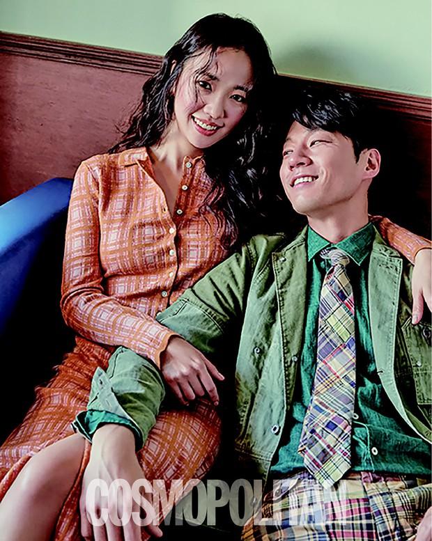 Chuyện thành đôi thú vị của 9 cặp đôi Kbiz: Song Joong Ki là fanboy thành công, mỹ nhân số 7 may mắn gặp tỷ phú - Ảnh 7.