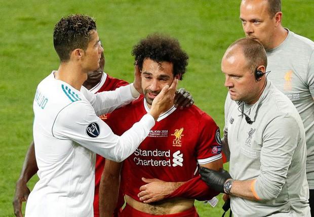 Danh thủ Mo Salah được tạc tượng vinh danh nhưng trông hơi sai một chút, dân mạng lập tức nhảy vào chế ảnh - Ảnh 12.