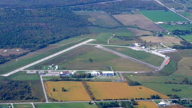 Hai máy bay va chạm ở Canada khiến một phi công thiệt mạng - Ảnh 1.