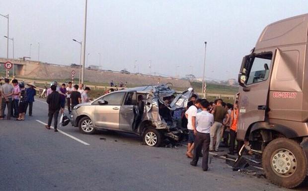 Tranh cãi về bản án vụ xe container tông Innova đi lùi trên cao tốc - Ảnh 1.