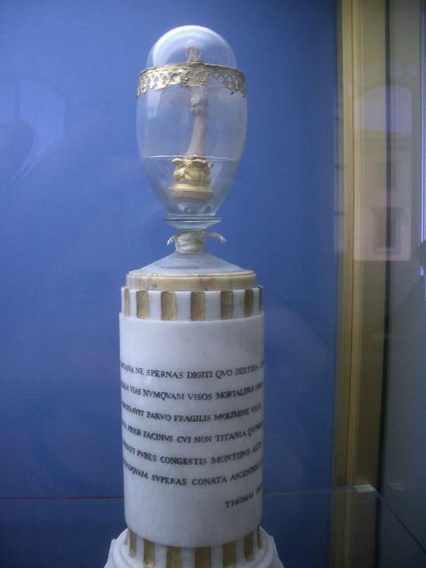 Ngón tay giữa nổi tiếng nhất, được lưu giữ như thánh tích trong bảo tàng Italy thuộc về... Galileo Galilei - Ảnh 4.