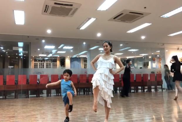 Hội trai xinh gái đẹp nhà sao Việt: Càng lớn càng có tố chất ngôi sao không thua kém gì bố mẹ - Ảnh 2.